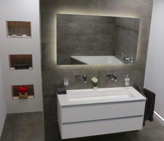 Prima Materia Fliesen im Badezimmer mit Schlüter Leisten