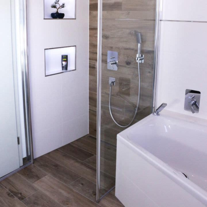 Begehbare Dusche Spritzwasser : Dusche Sanieren Ohne Fliesen  Bodenebene Dusche f?r Komfort wie im