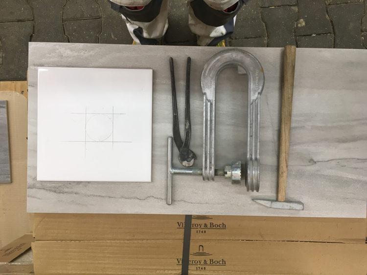 Werkzeug für Löcher in Steingutfliese