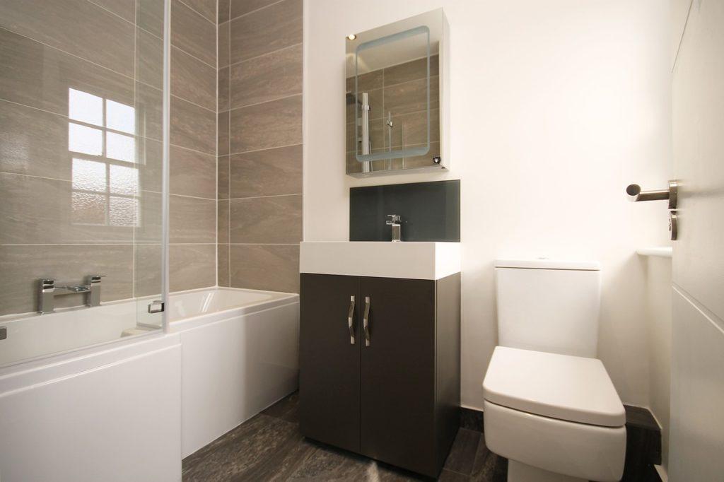 dusche oder badewanne eine entscheidungshilfe f r das bad franke raumwert. Black Bedroom Furniture Sets. Home Design Ideas