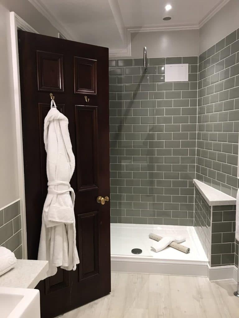 dusche oder badewanne eine entscheidungshilfe f r das. Black Bedroom Furniture Sets. Home Design Ideas