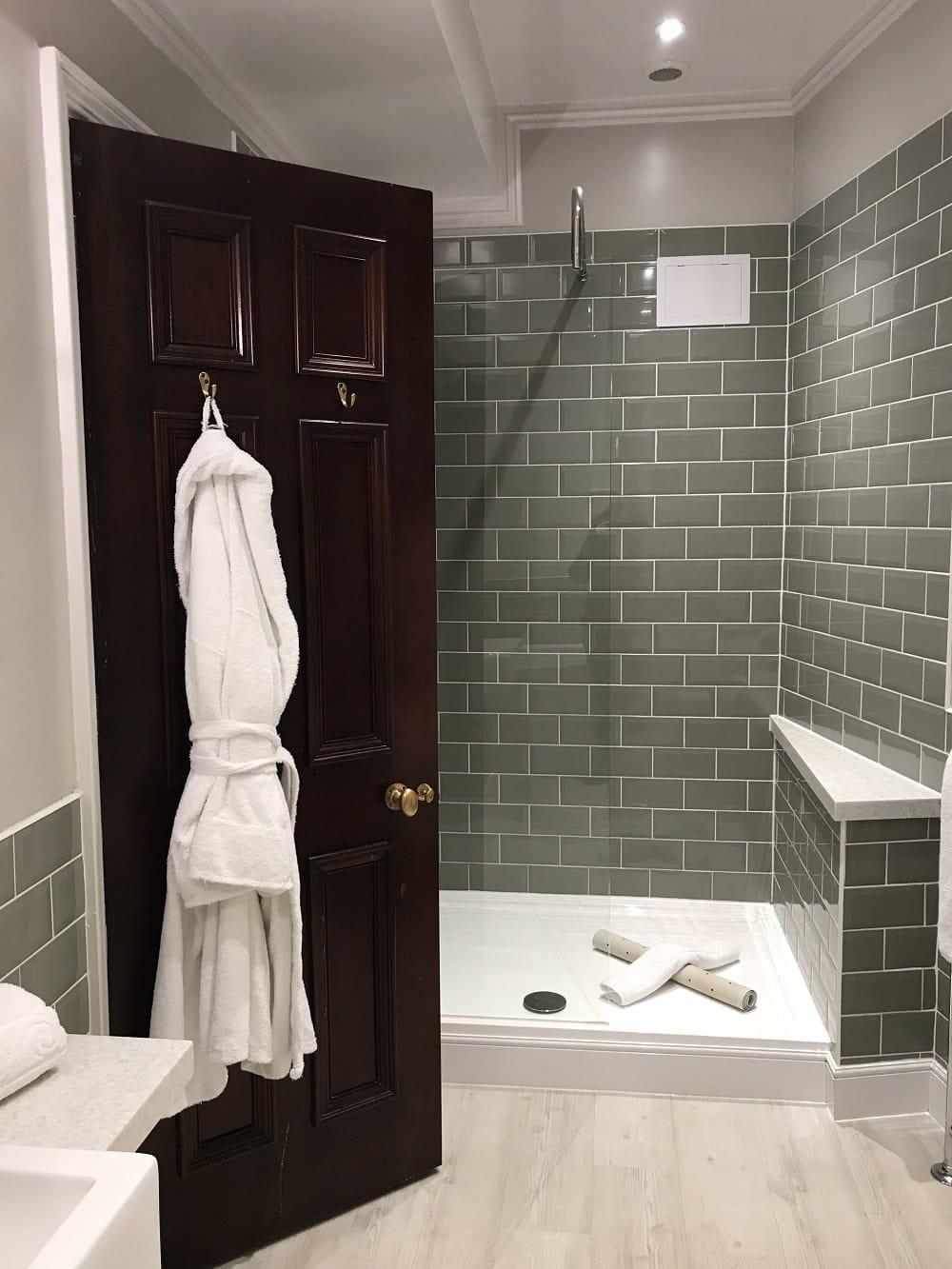 badewanne dusche affordable badewanne dusche with badewanne dusche artweger duschen twinline. Black Bedroom Furniture Sets. Home Design Ideas