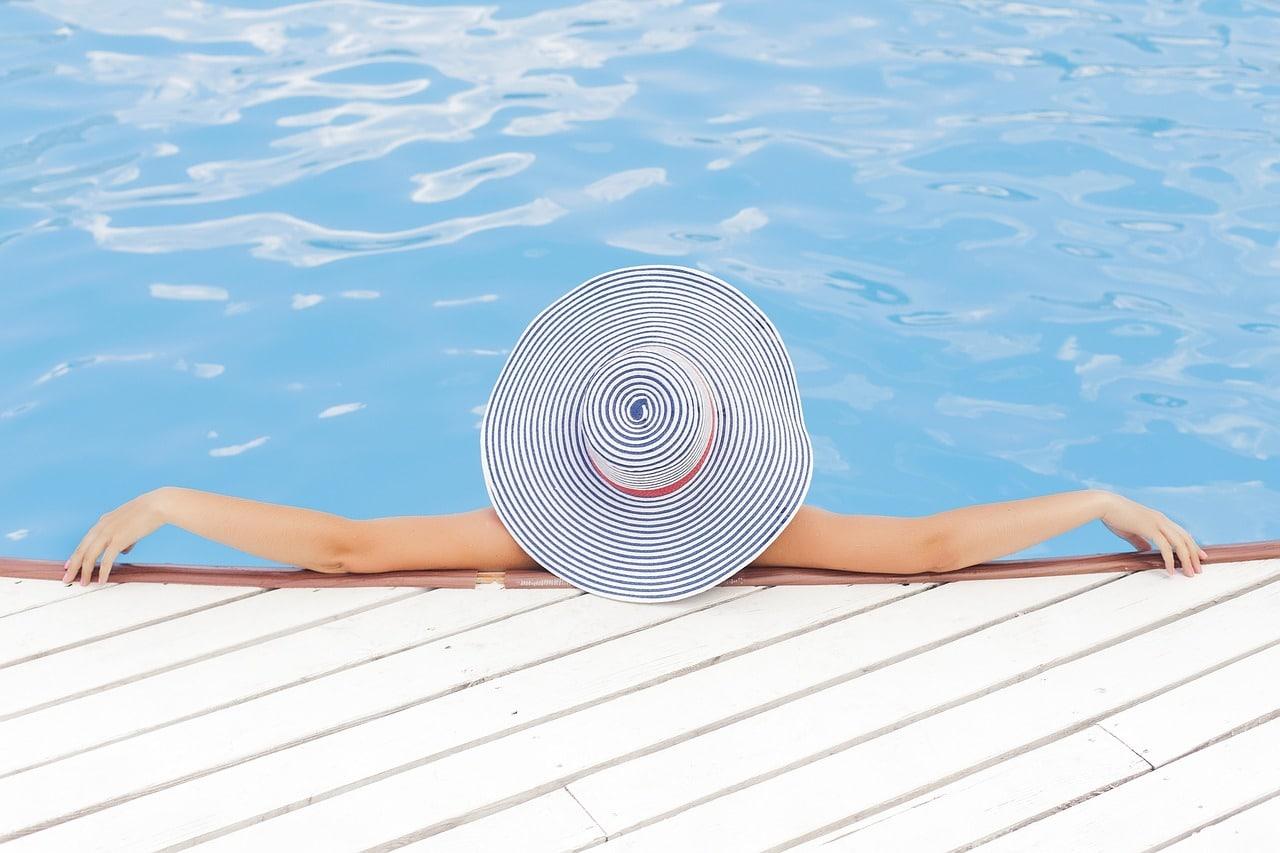 swimmingpool design ideen flachen, ein swimmingpool im garten: diese ideen eigenen sich für jedes, Design ideen