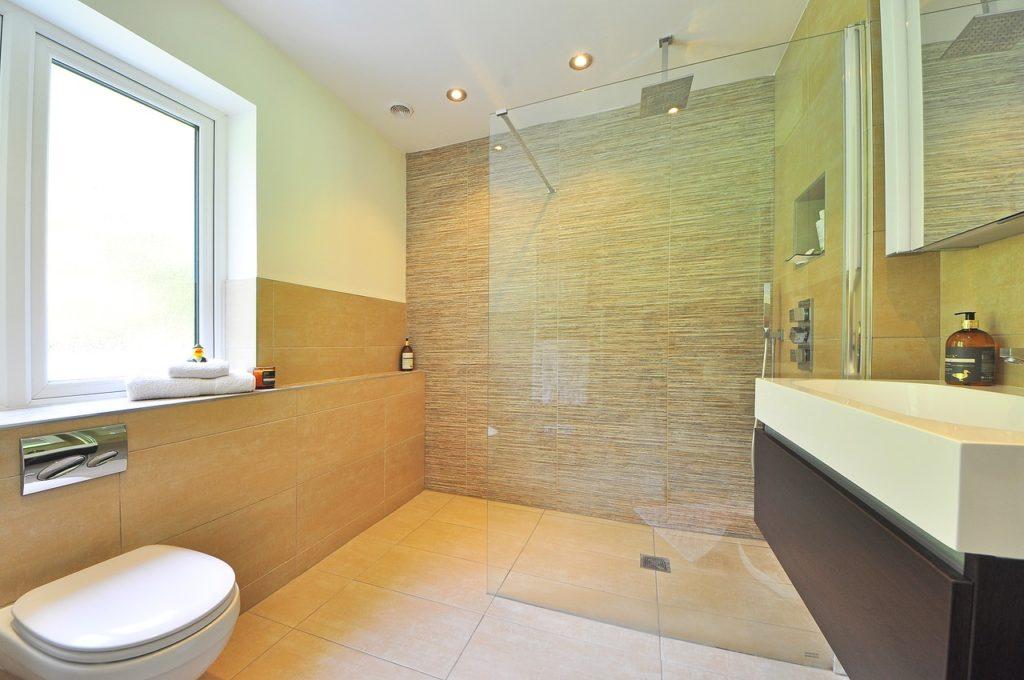 ... Werden Sie Gerne Als Wandfarbe Und Im Bereich Der Fliesen Eingesetzt.  Zugegeben: Ein Bad Mit Sandfarbenen Wänden, Ein Boden Aus Fliesen In  Holzoptik Und ...